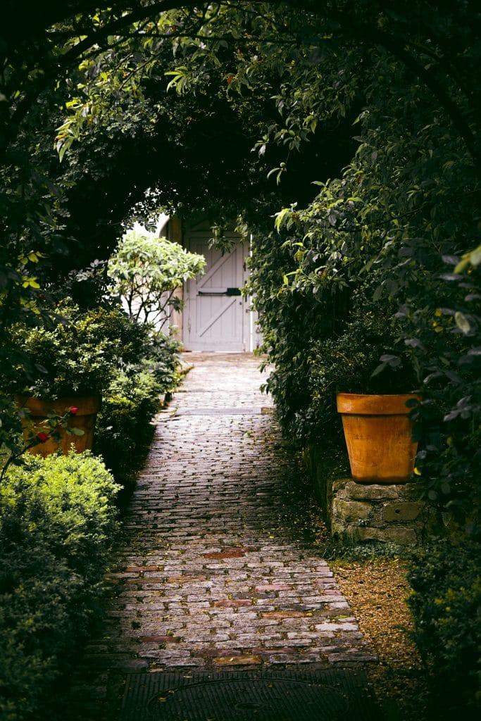 Comment créer une allée de jardin facilement?