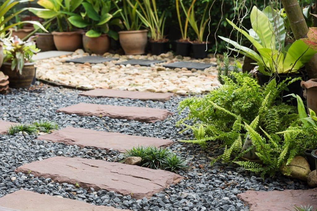 Quel revêtement de sol pour votre allée de jardin?
