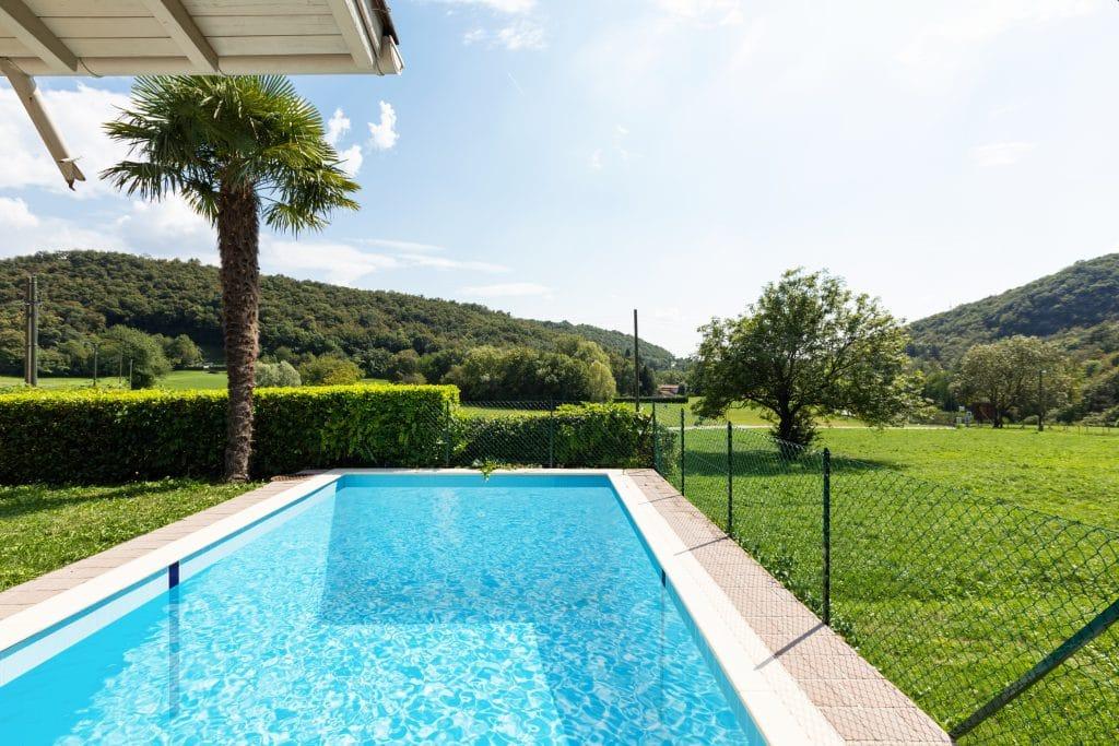 Puis-je construire une piscine dans mon jardin ?