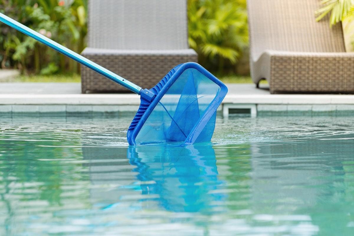 3) Le nettoyage de la piscine